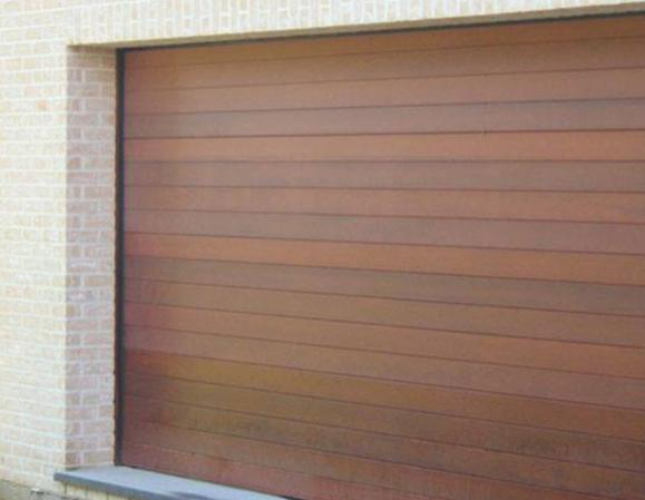 installation de porte de garage en bois